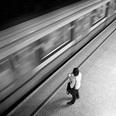 「ホーム端で歩きたがる人」現役地下鉄駅員によるトウキョウ駅ナカ日記