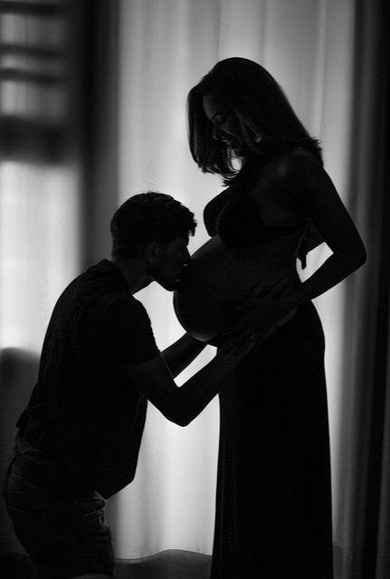 pregnant-woman-2404017_640.jpg