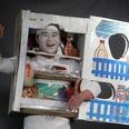 逆玉の輿に乗った芸人「冷蔵庫マン」のゴキゲンな話|プチ鹿島の『余計な下世話!』