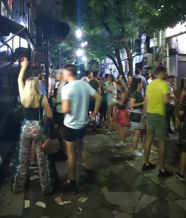 """ラグビーワールドカップで来日した""""酔客""""による被害 それでも目指したい「観光立国」 耐えるしか無い小規模店"""
