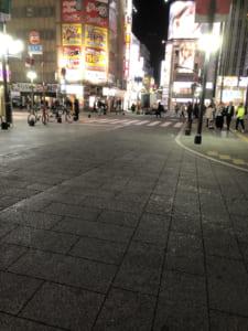 4日当日夜10時ごろの歌舞伎町。東宝シネマ前付近。人がほとんどいない。